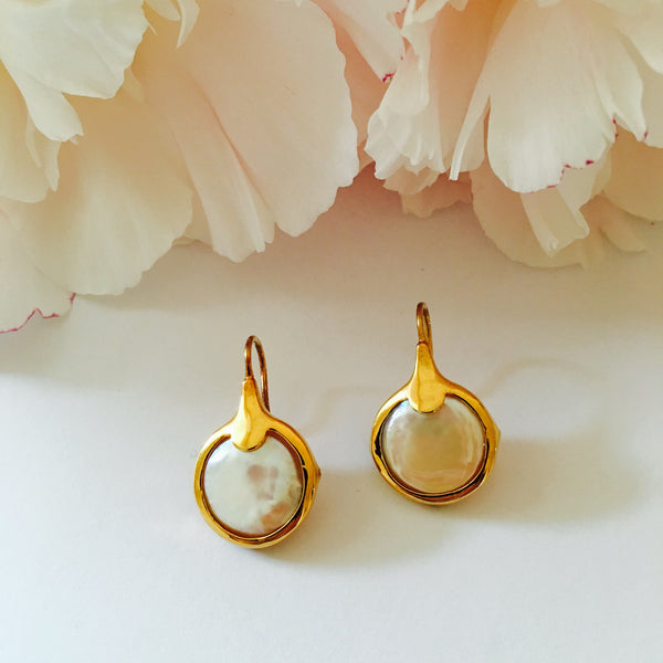 VERA Hook Coin Pearl Earrings