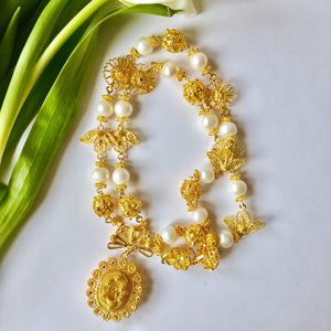 VERA Mariposa Tamborin Necklace with Pearls