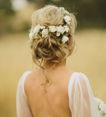 Wedding hair, fresh flower hair decoration, wedding hair trends 2019