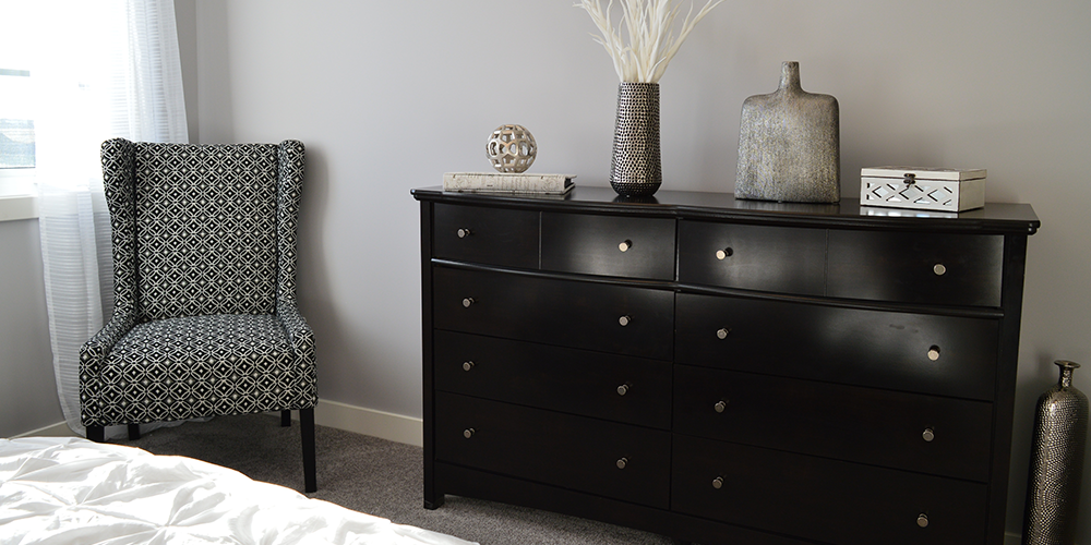 black-bedroom-drawers