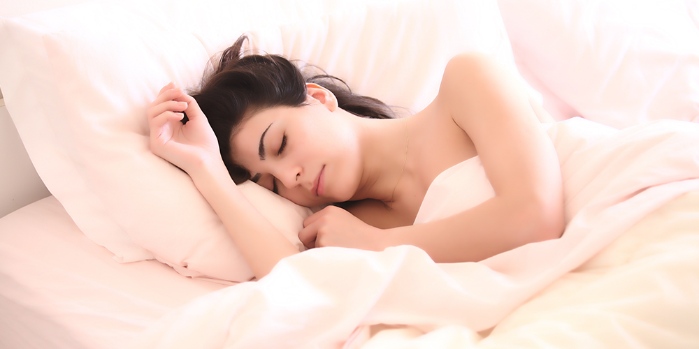 woman-asleep-in-white-bedding