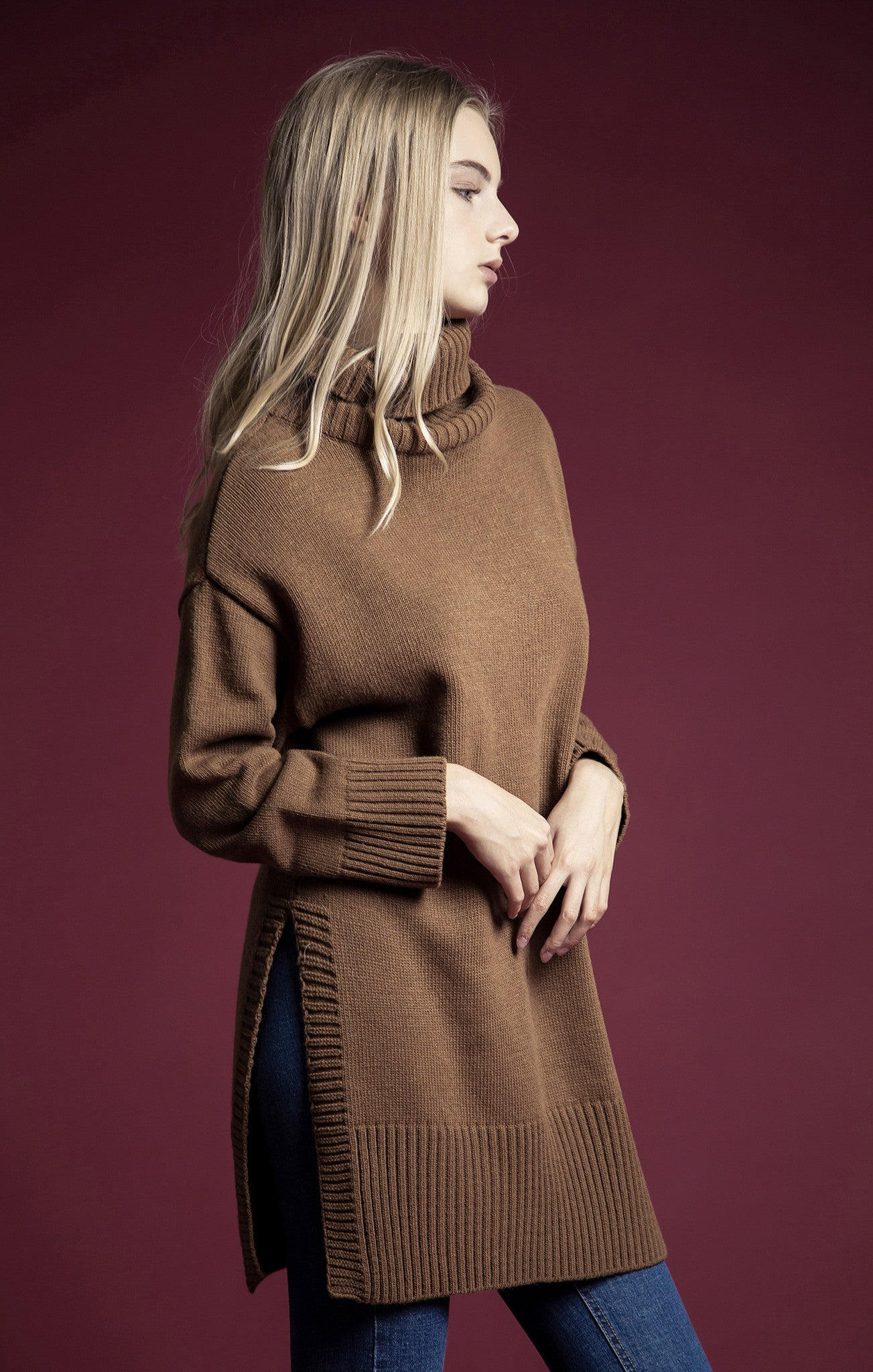 BROWN TURTLE NECK SWEATER TOP