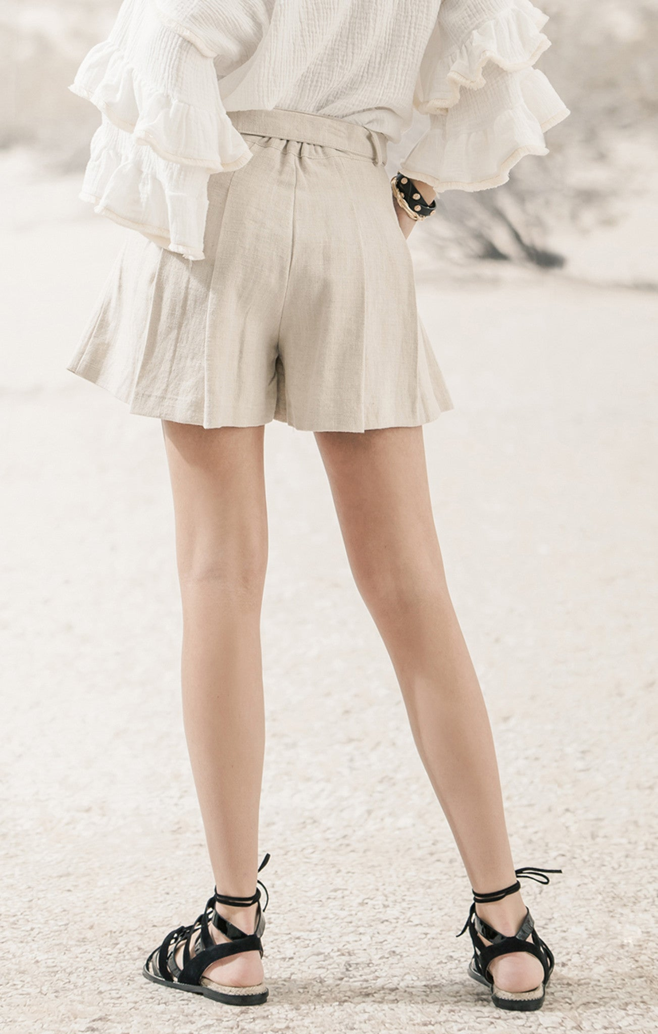 FLARED SHORTS WITH BELT