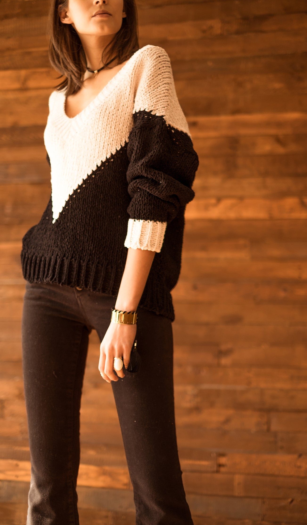 COLOR BLOCK DETAIL SWEATER