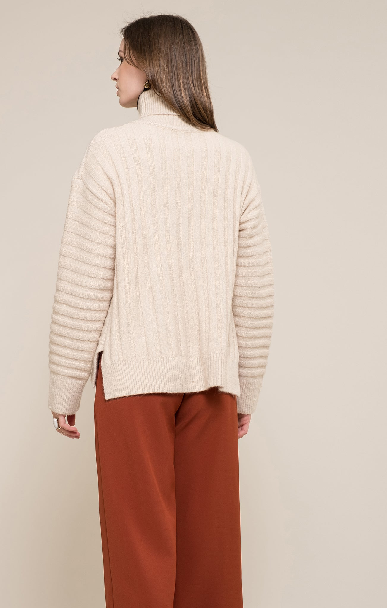 TURTLE NECK BOXY SWEATER