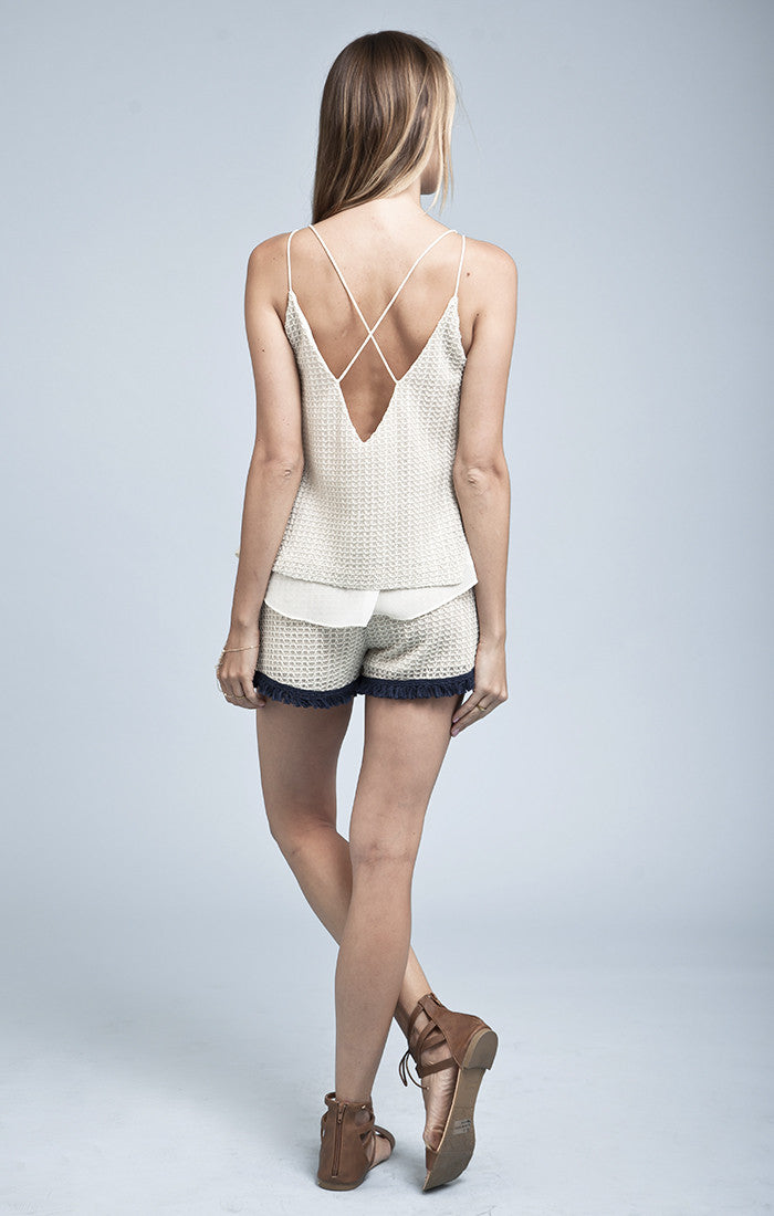 CONTRAST FRAY TRIMMED SLEEVELESS TOP