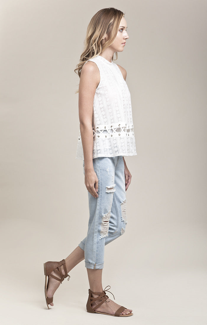 SLEEVELESS DETAILED LACED TOP
