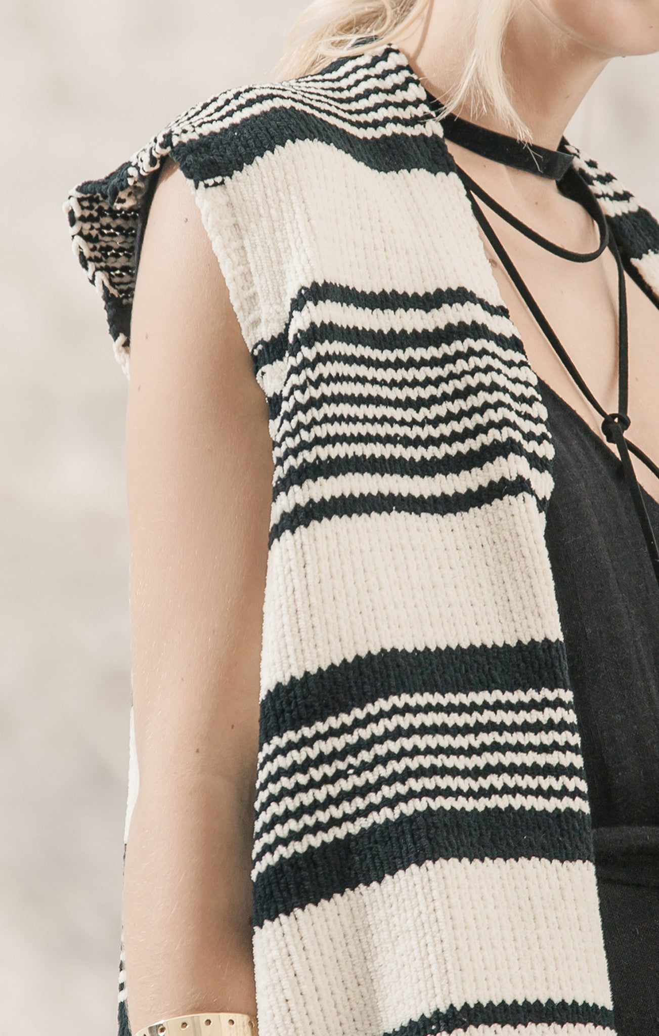 FRINGE DETAIL STRIPE SWEATER VEST