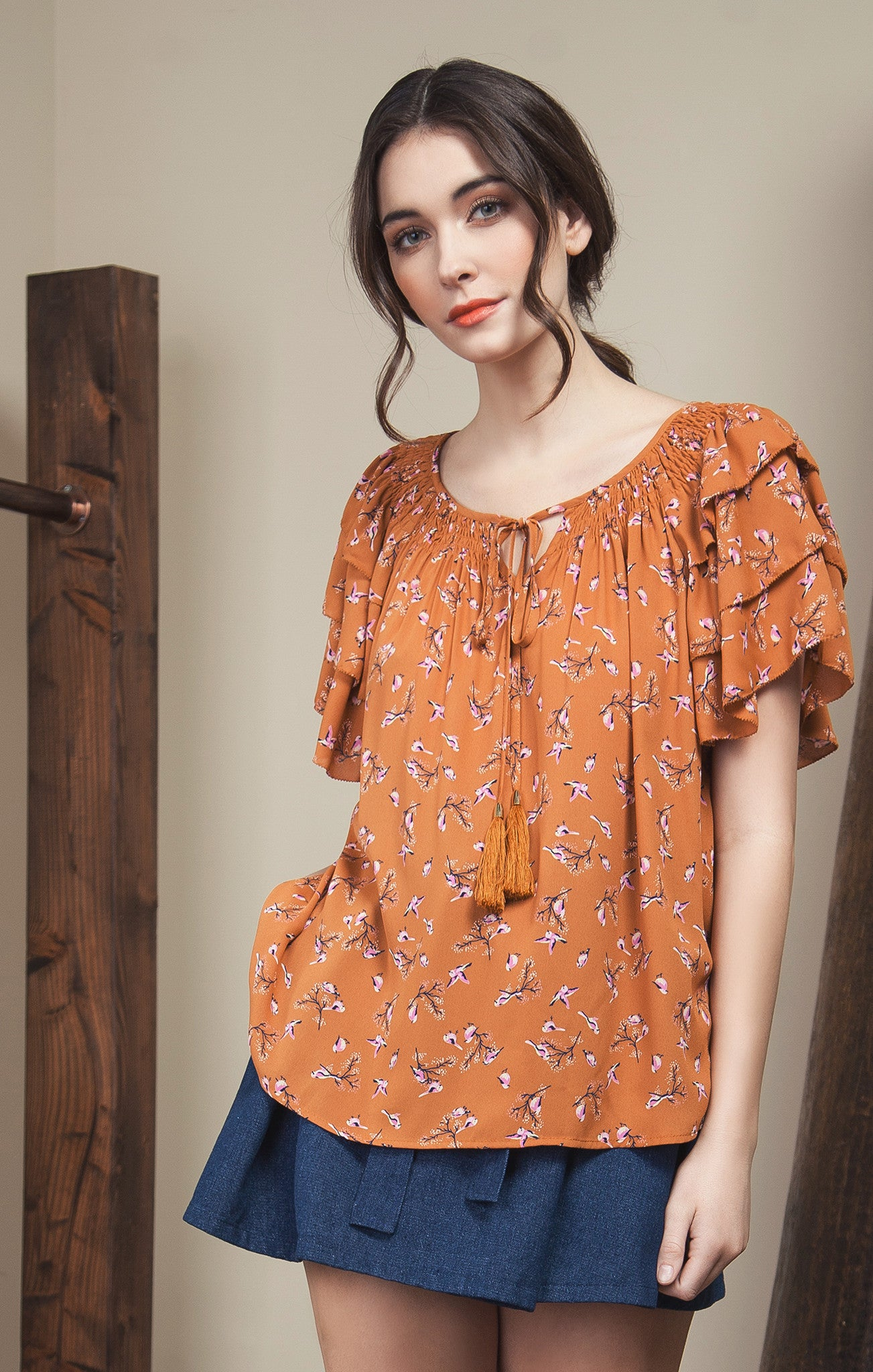 RUFFLED SLEEVE WITH TASSEL TRIMMED