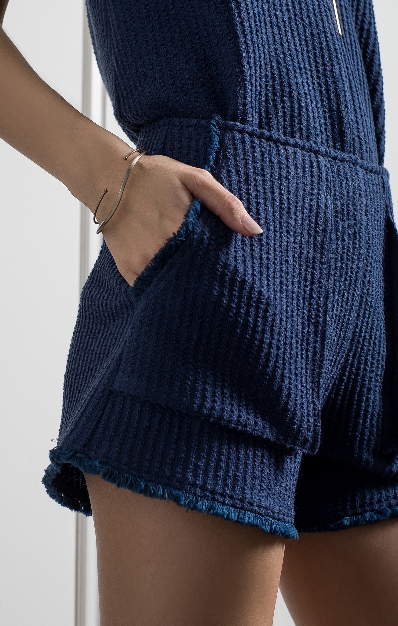 FRAYED SHORTS WITH POCKETS