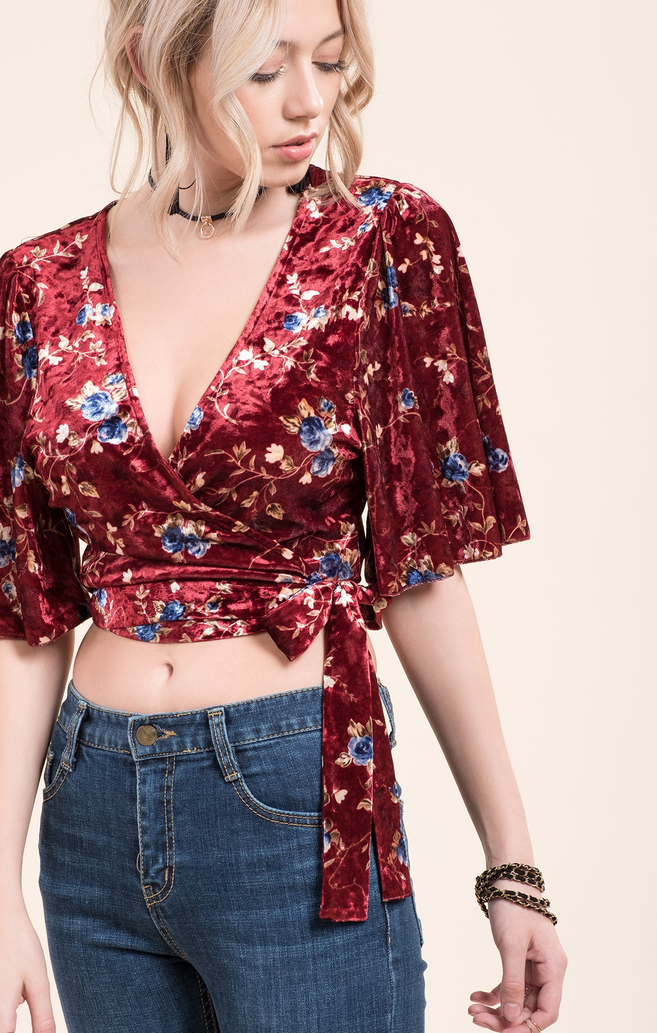 PRINT VELVET CROSSOVER TOP WITH TIE