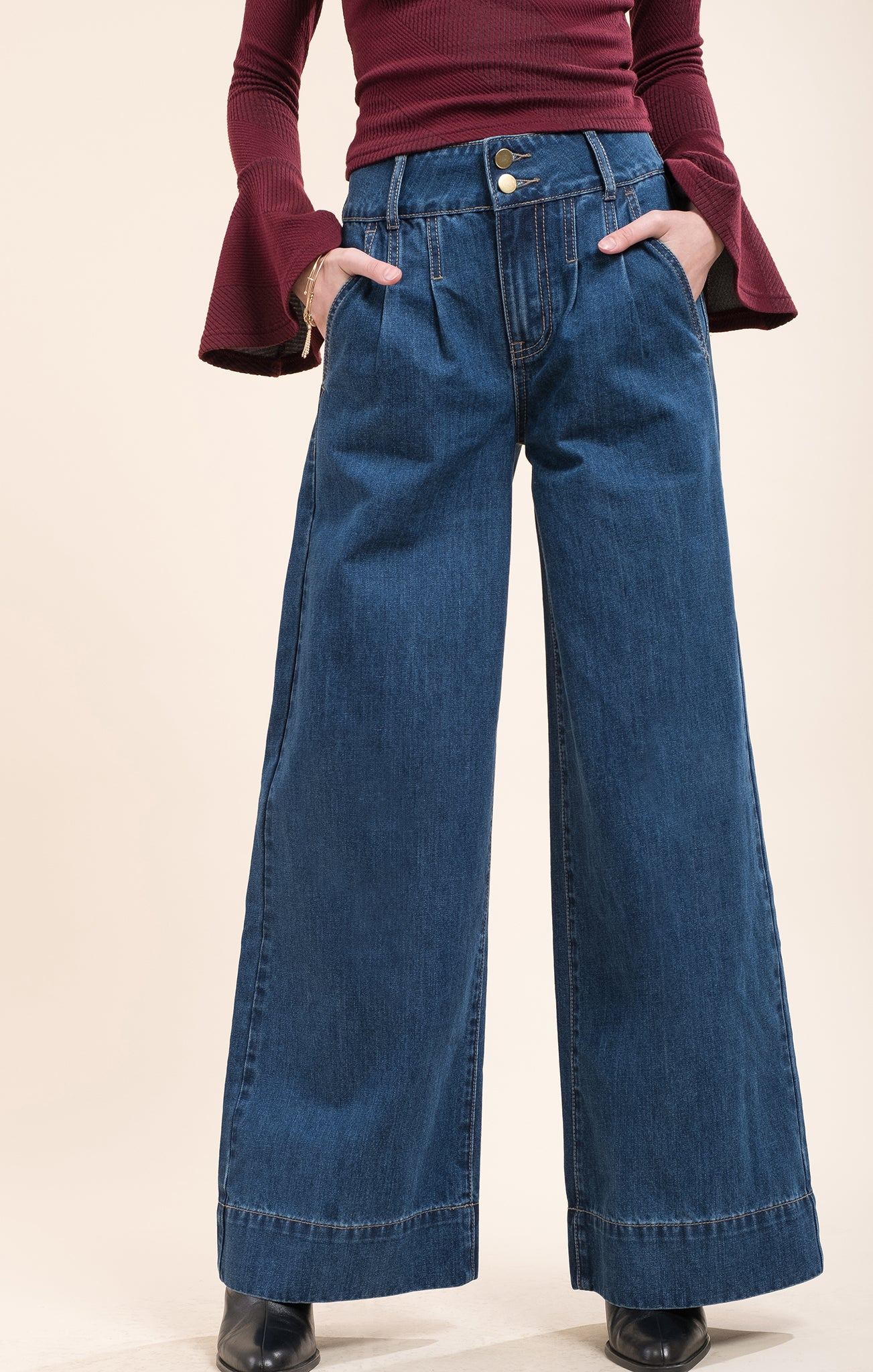 Shop a great selection of Women's Flare & Wide Leg Jeans at Nordstrom Rack. Find designer Women's Flare & Wide Leg Jeans up to 70% off and get free shipping on orders over $