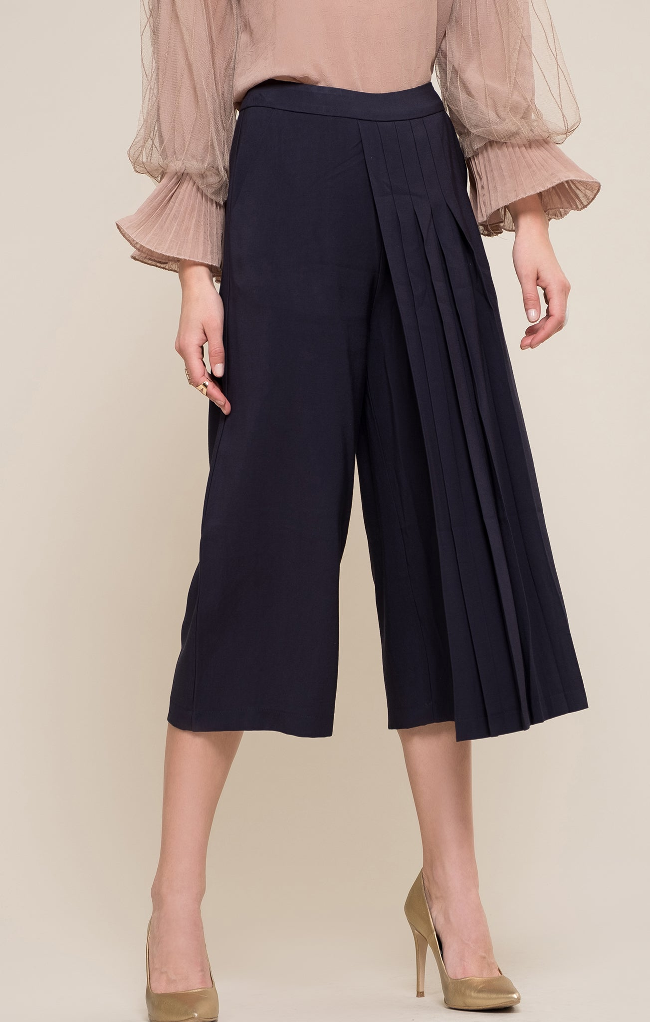 PLEATED CROPPED WIDE LEG PANTS