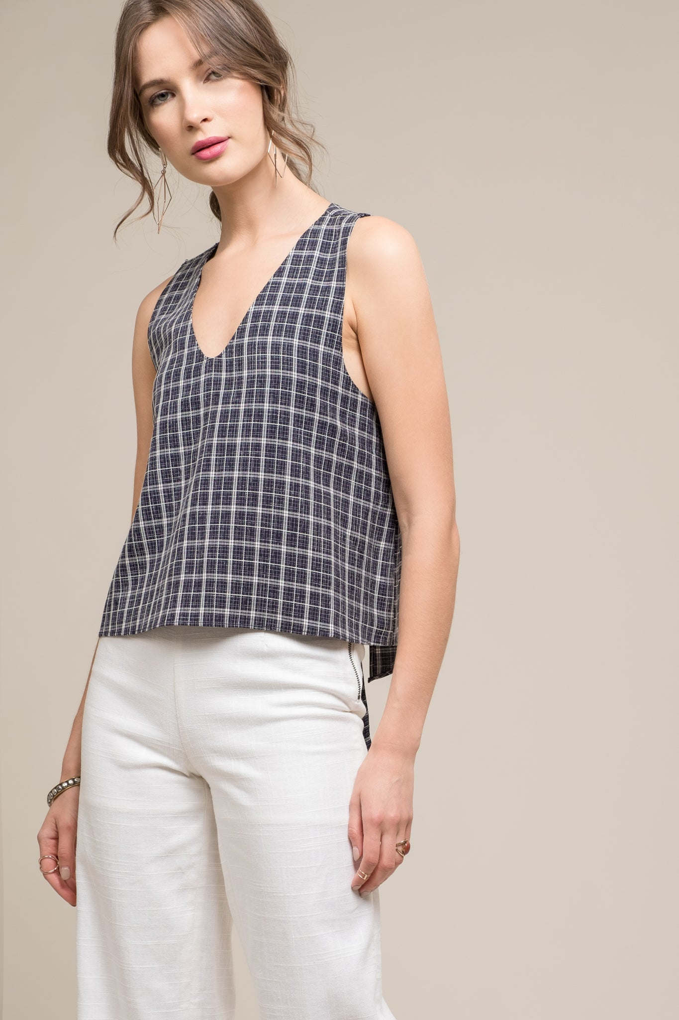OPEN BACK TIE V-NECK SLEEVELESS TOP