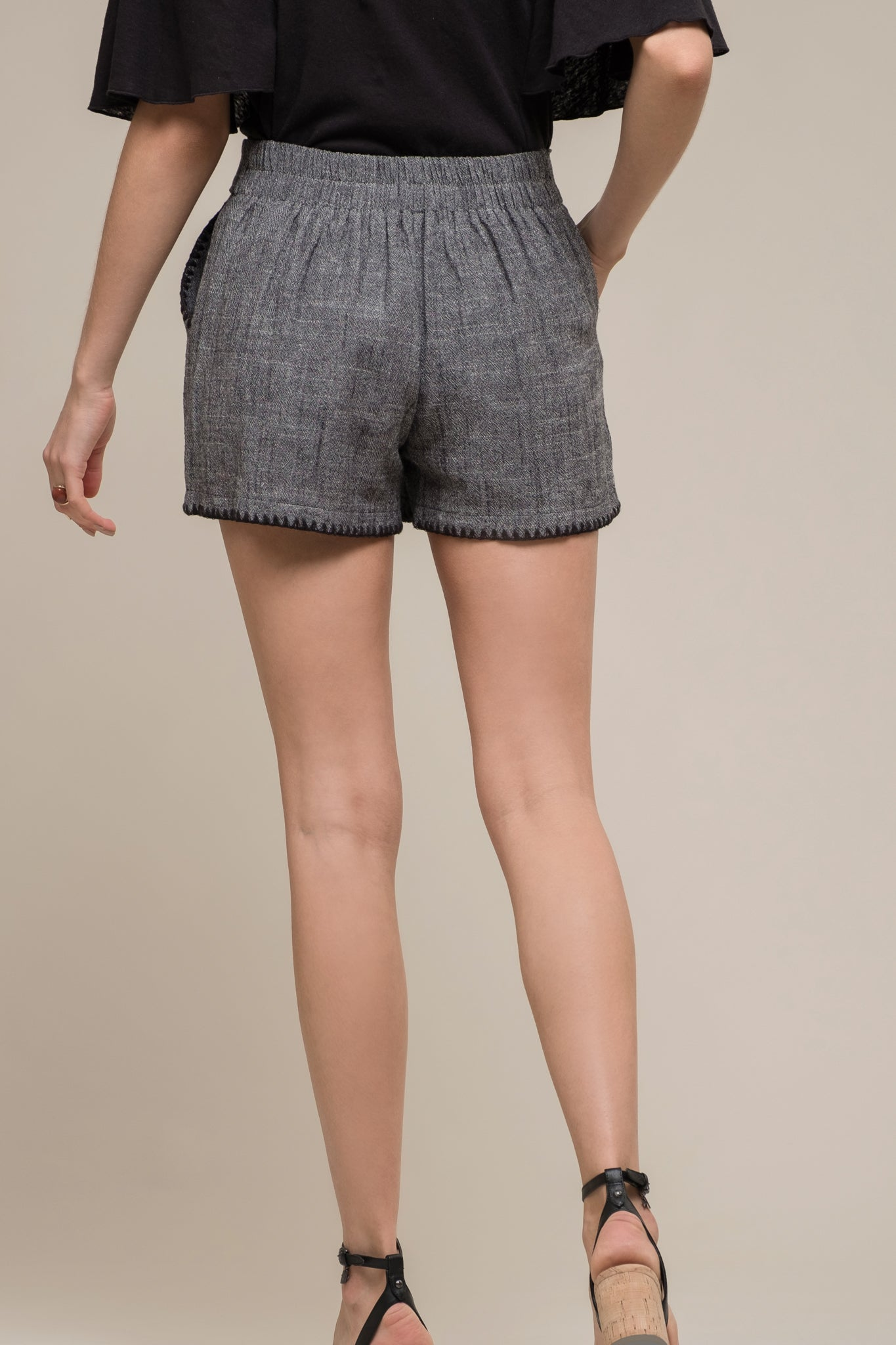 PLEATED BLANKET STITCH SHORTS