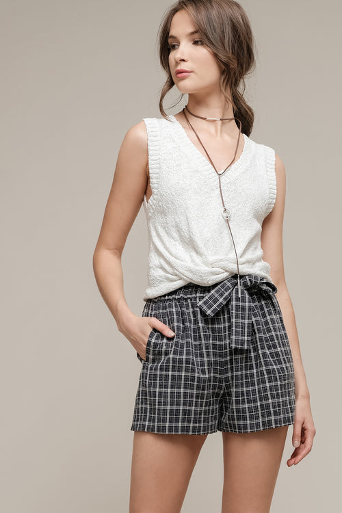 FRONT KNOT WITH RIBBED EDGES CROP TOP