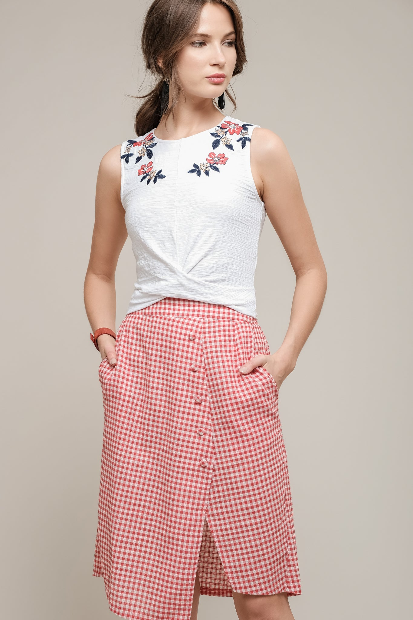 EMBROIDERED SLEEVELESS TOP WITH TWIST FRONT