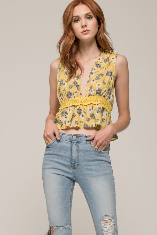 SLEEVELESS LACE TRIM CROP TOP
