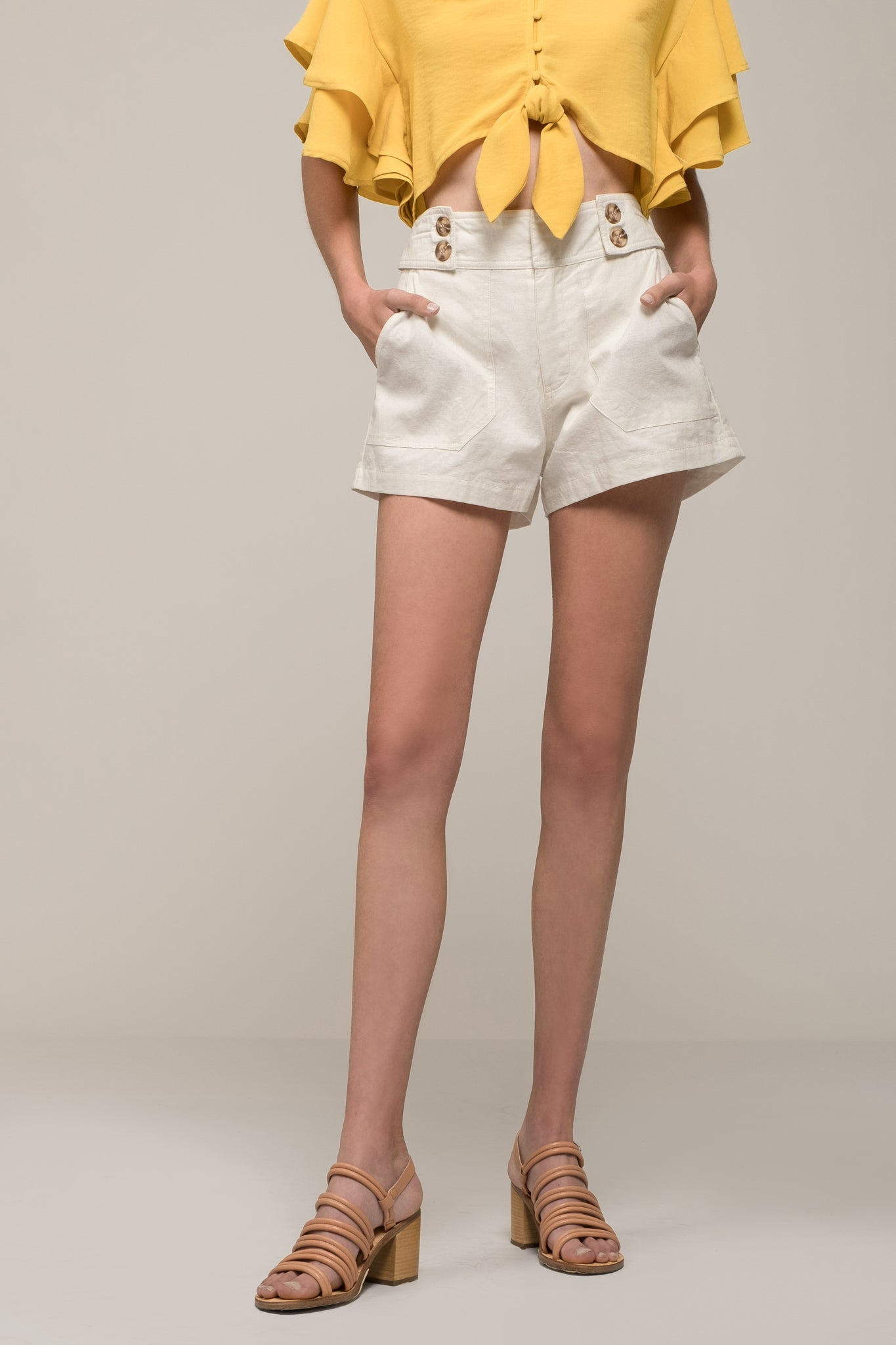BELTED BUTTON SHORT