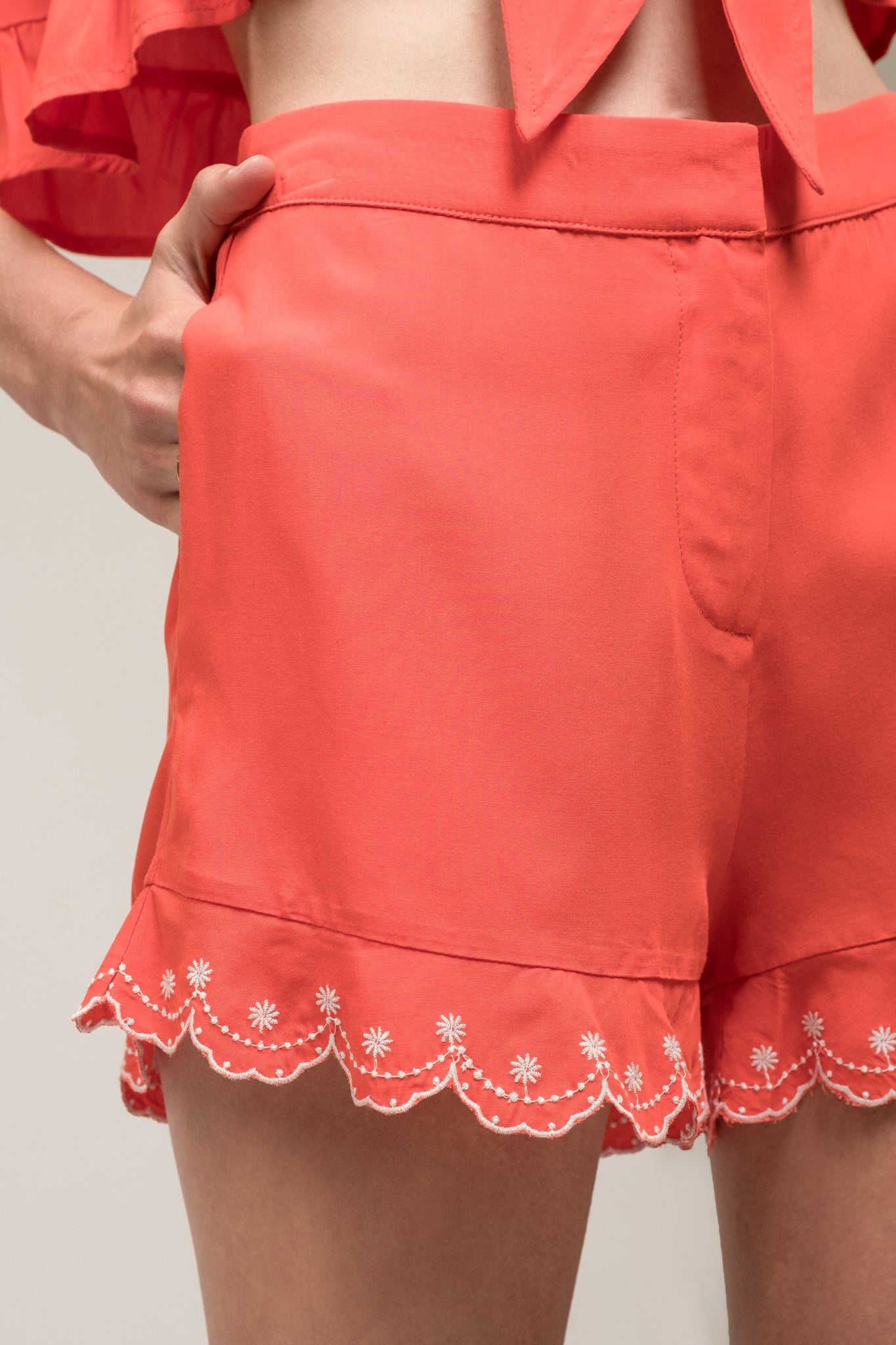 EMBROIDERED SCALLOP HEM SHORT