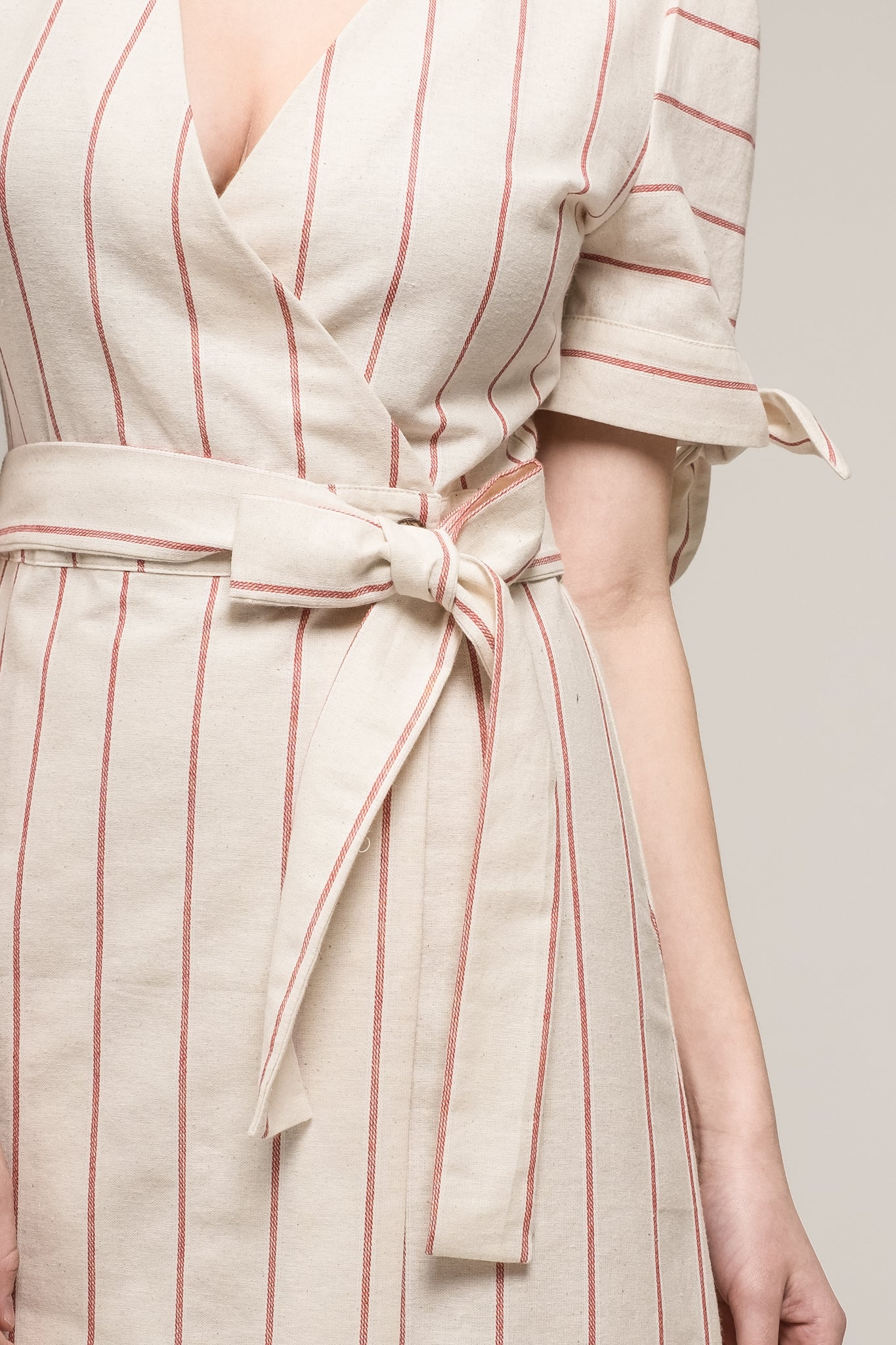 SLEEVE TIE WRAP DRESS