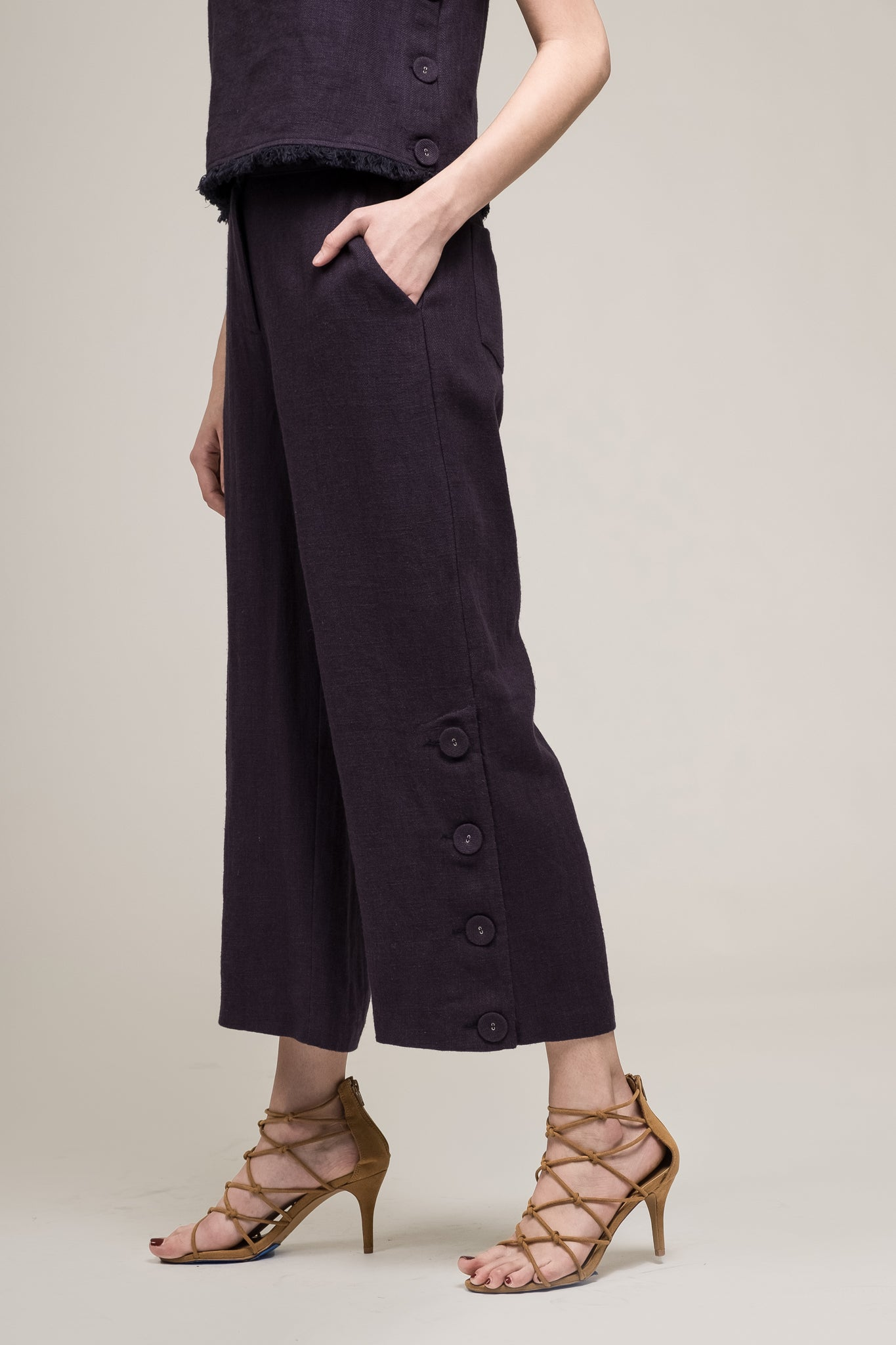 BUTTON SLIT TROUSERS