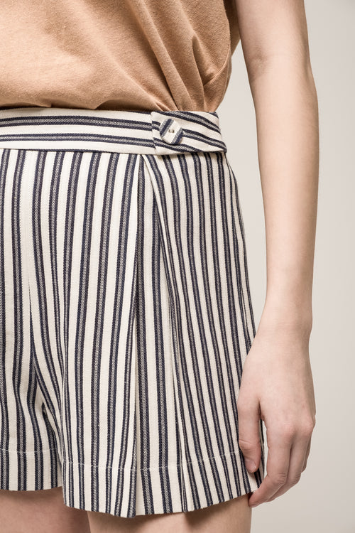 PLEATED STRIPE SHORTS