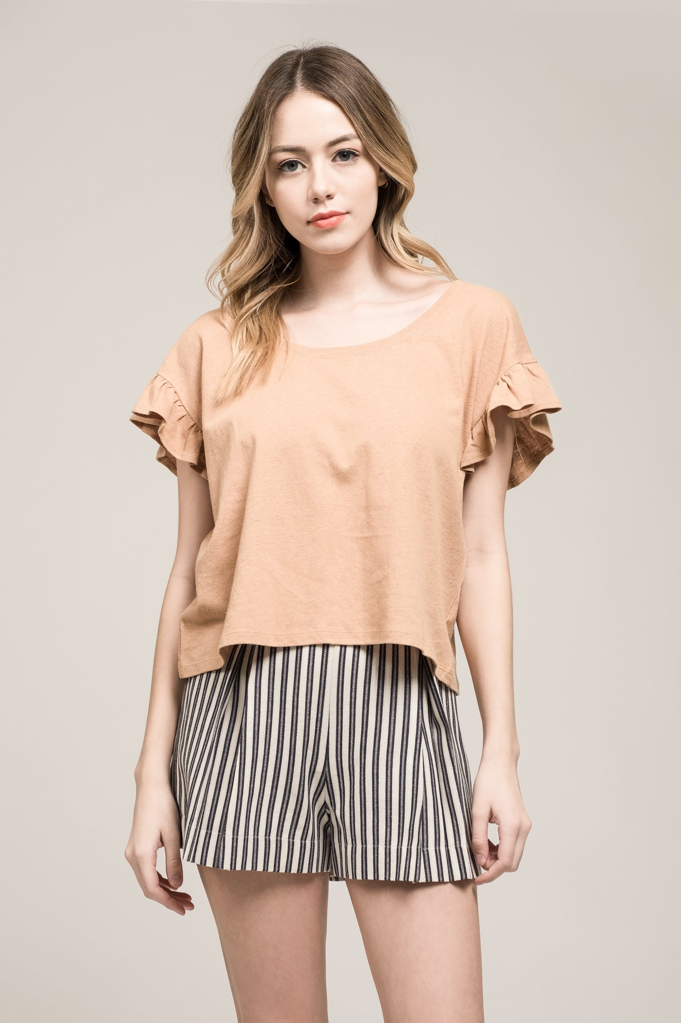 RUFFLED SHORT SLEEVE KNIT TOP