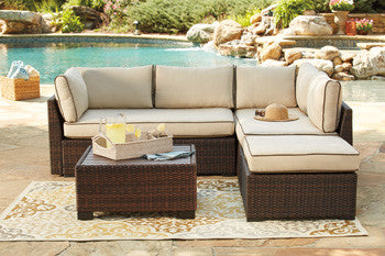 4 Pc. Outdoor Sectional w/Table