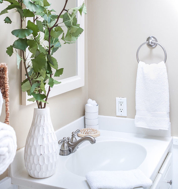 Charmant You Can Even Add A Decorative Accent By Hanging Elegant Bathroom Brushes Or  Accessories Over The Draped Towels.