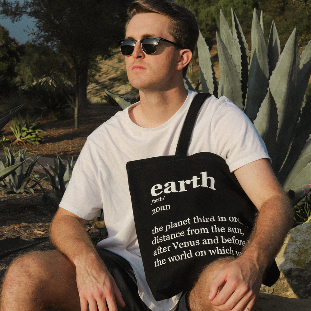 organic cotton tote bag black color with male model
