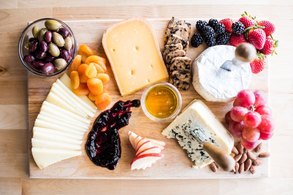 How to Create the Perfect Cheese Plate At Home