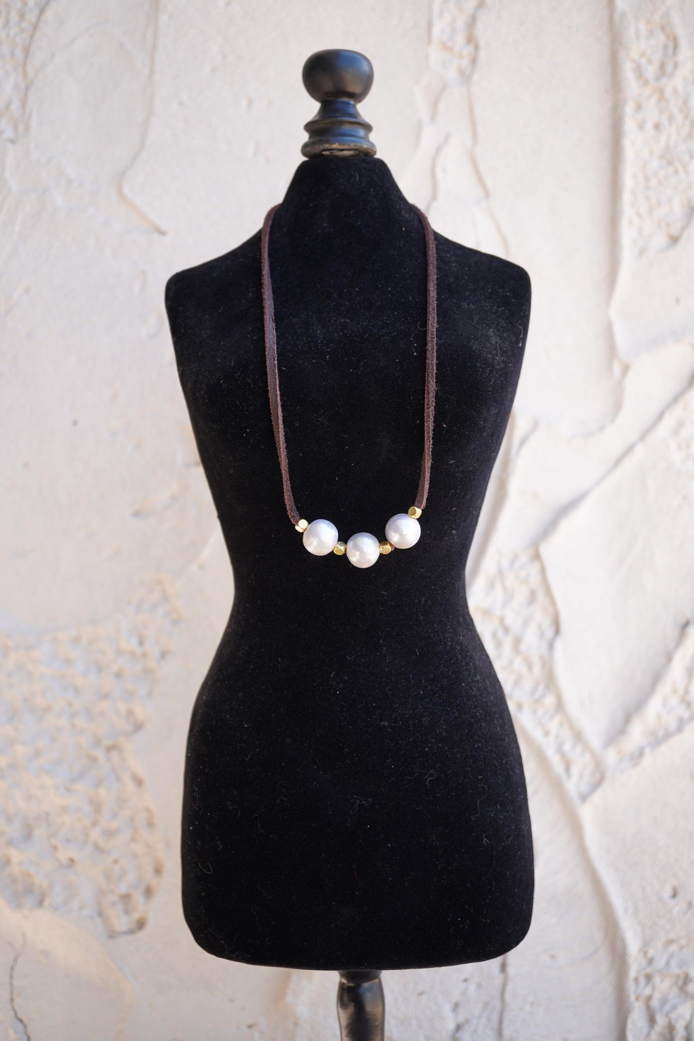 Pearl Leather Lace Necklace - Brown