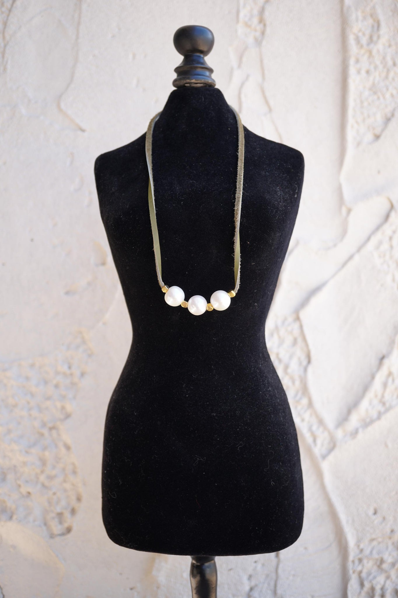 Pearl Leather Lace Necklace - Olive Green