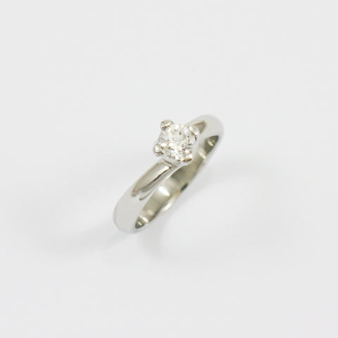 Platinum Twist Diamond Ring