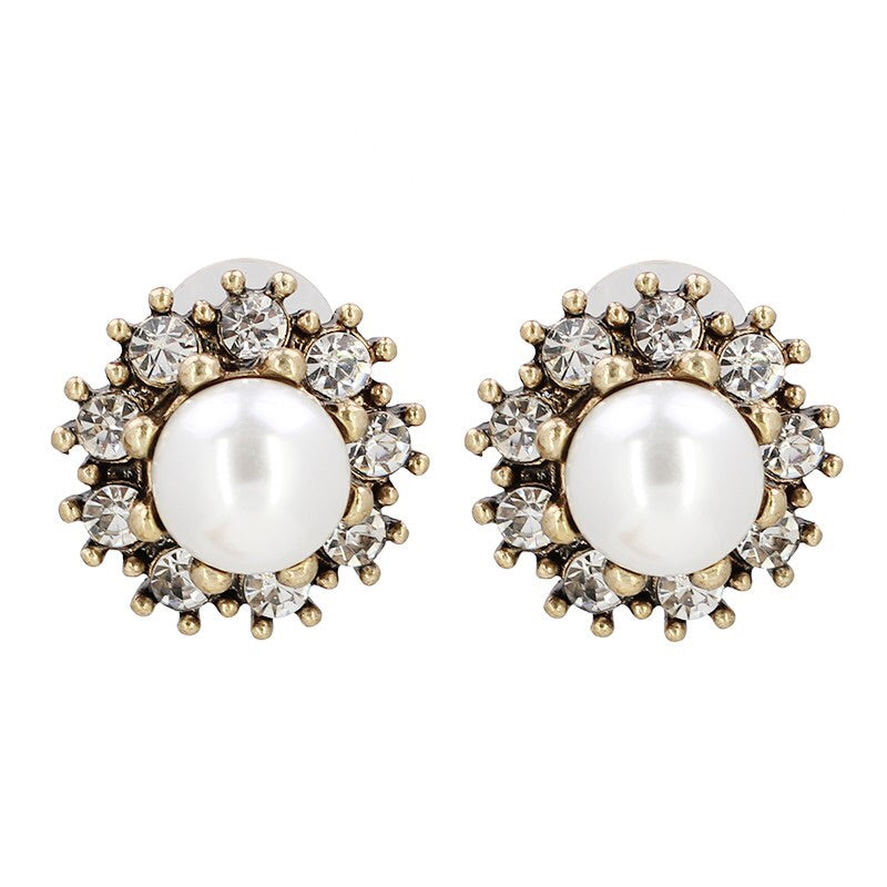The PEARL Stud Earrings