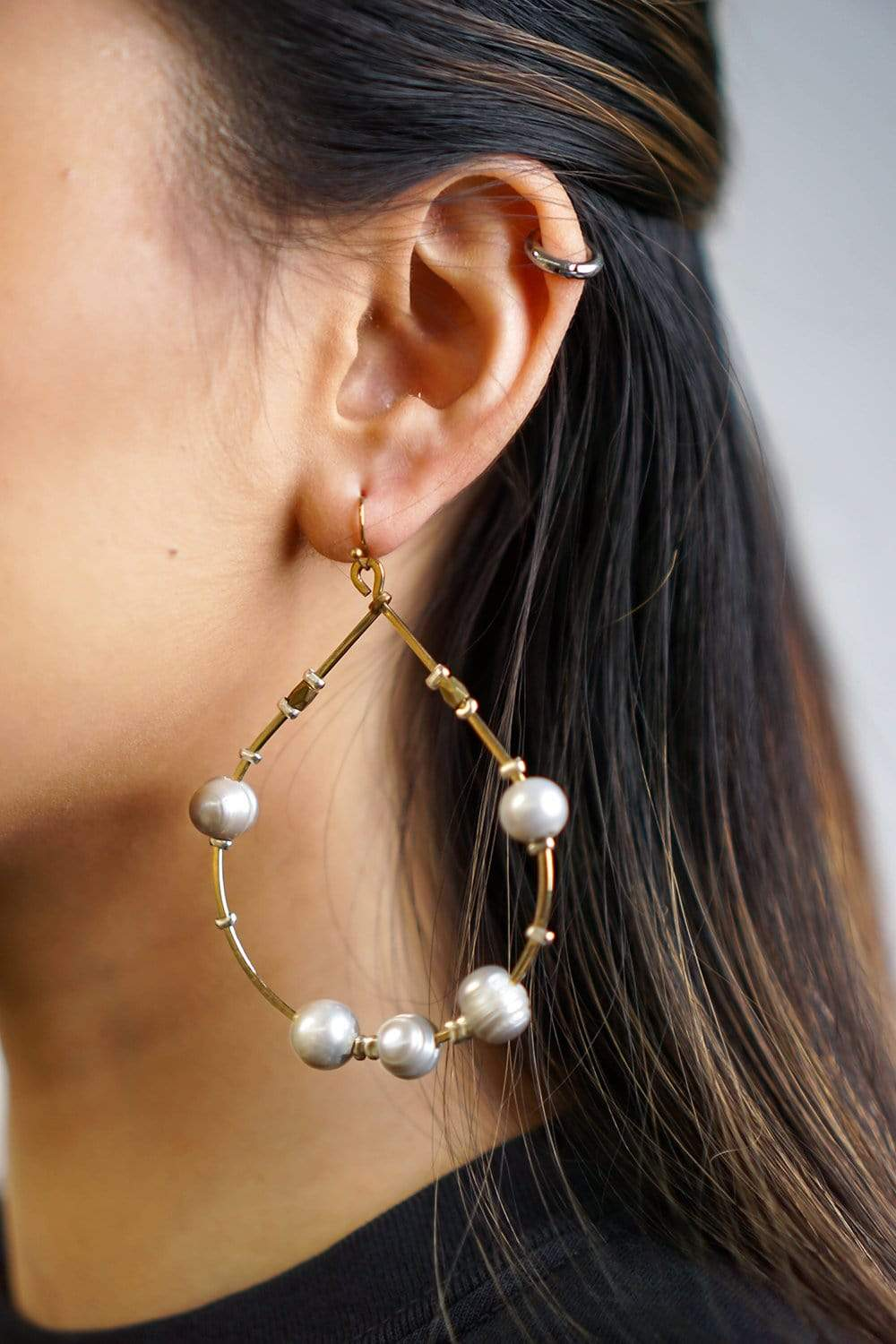 NAK EARRING Grey Pearl Wired Hoop Earrings