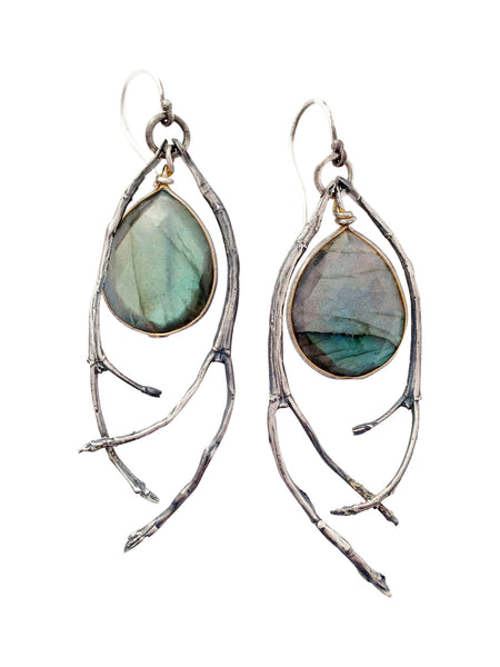 What is Labradorite jewelry