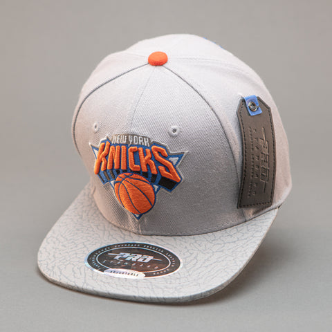 New York Knicks Team Logo Strapback Hat (Gray)