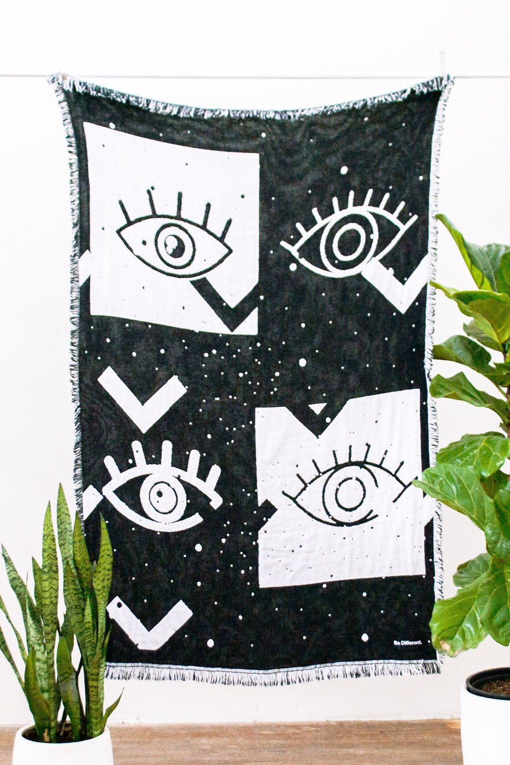 Eyes Contrast Blanket