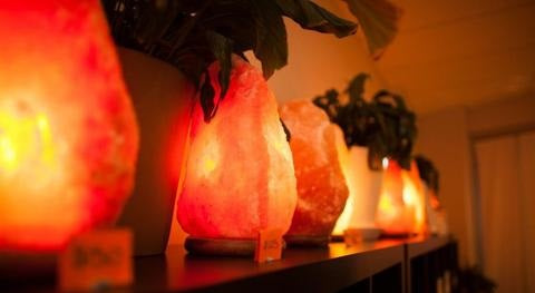 why using a Himalayan salt lamp to lighten your rooms