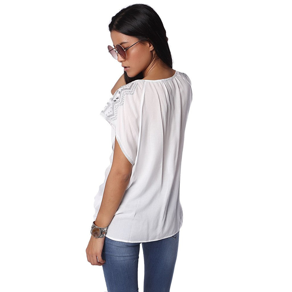 White blouse with contrast embroidery - Maison du Roi - 2