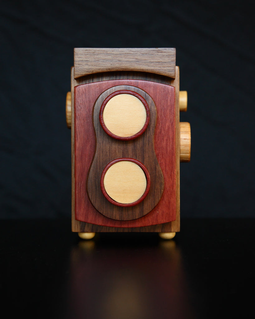 The Twin Lens Reflex Wood Camera