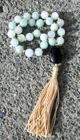 Mala, pocket- No. 123: amazonite & jet, cream knots & tassel