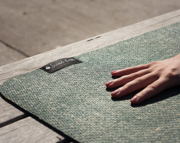 Natural rubber and jute yoga mat. Made from sustainably sourced materials, non-toxic and eco-friendly