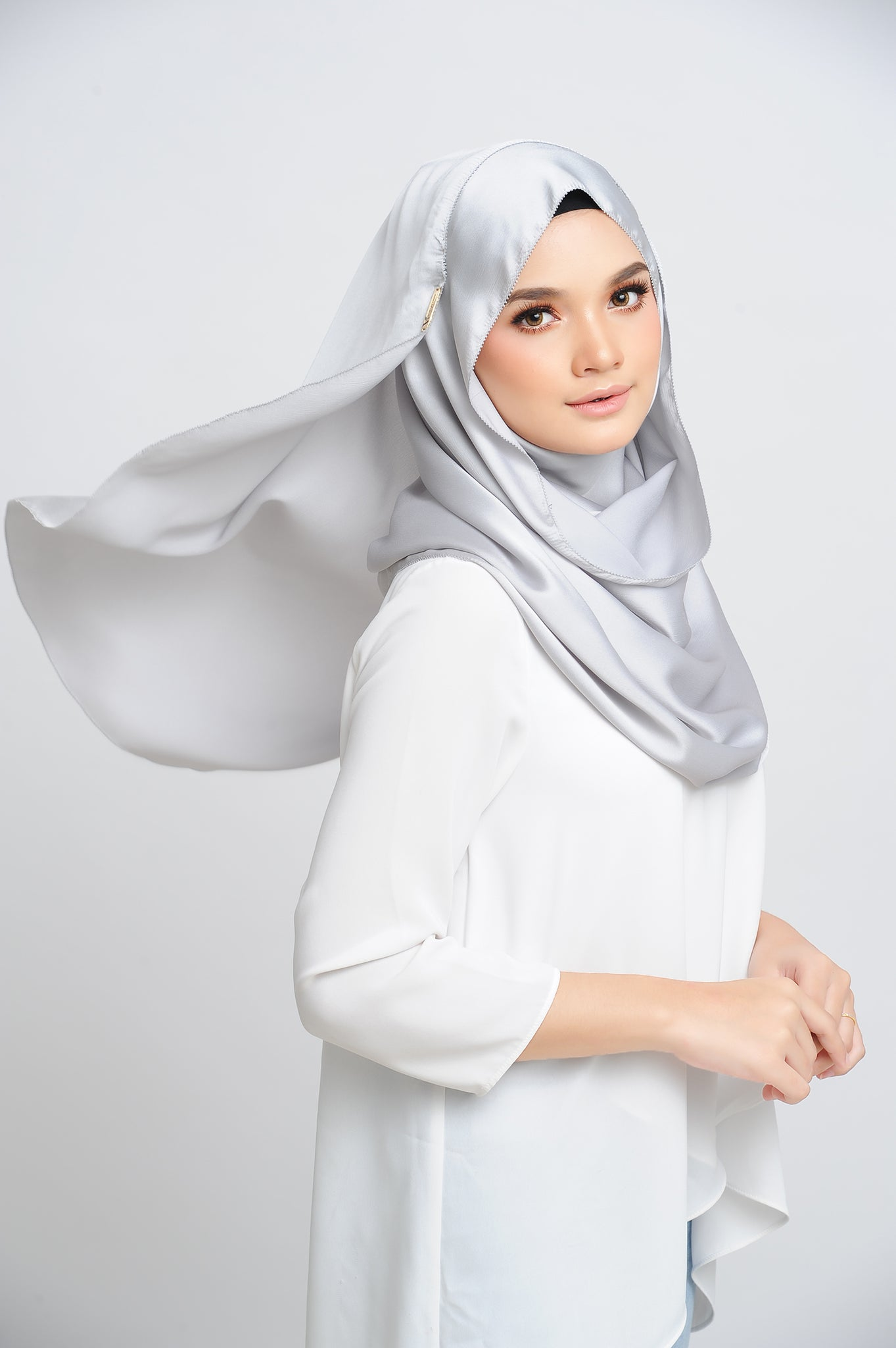 Aisha Satin Oval Shawl Platinum Small Picot