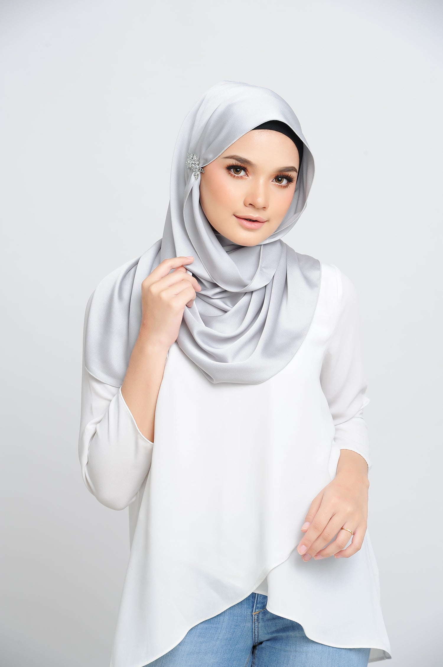 Aisha Satin Oval Shawl Platinum Small Baby Seam