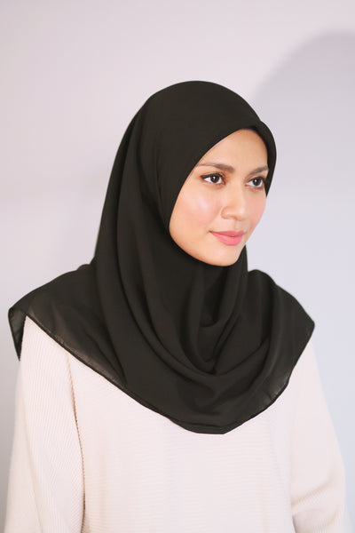 Essential Scarf Basic Square in Black