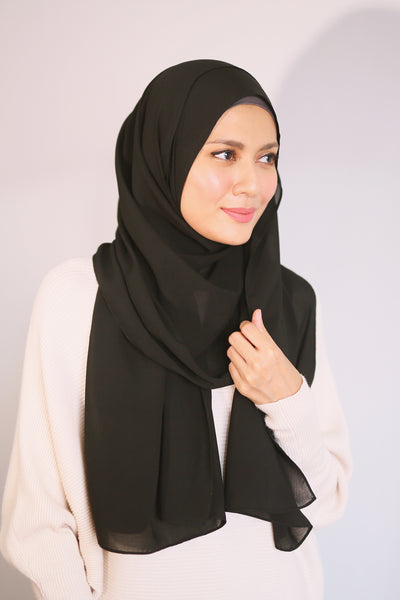 Essential Scarf Basic Shawl in Black