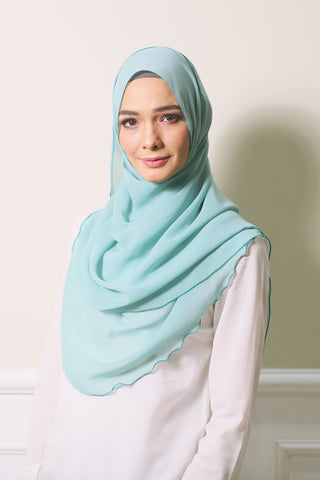 Essential Scarf Basic Shawl in Superiority Blue
